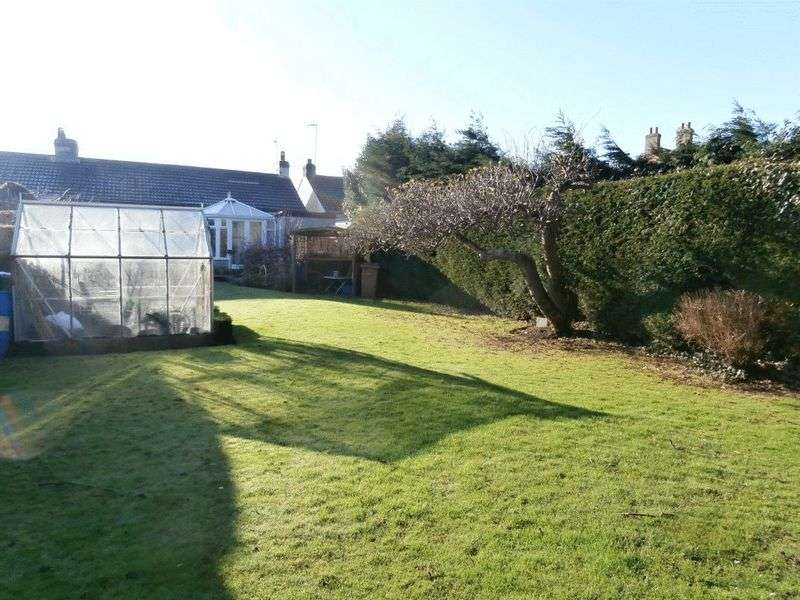 2 Bedrooms Semi Detached Bungalow for sale in St Nicholas Gate, Hedon