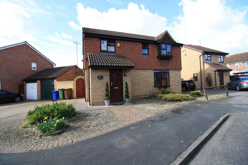 4 Bedrooms Detached House for sale in Wayfaring Green, Badgers Dene