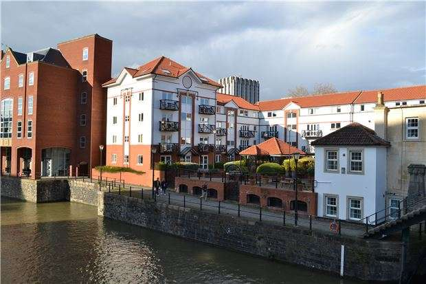 2 Bedrooms Flat for sale in Ferrymans Court, Queen Street, Bristol, BS2 0JB