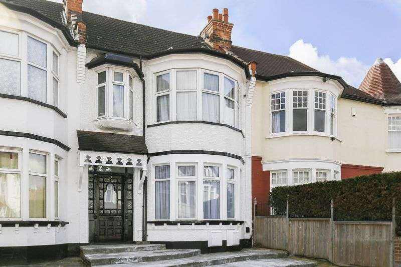1 Bedroom Flat for sale in Lodge Drive, Palmers Green
