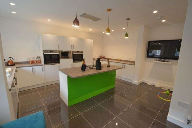 5 Bedrooms Detached House for sale in Wilderness Road, Queens Hill