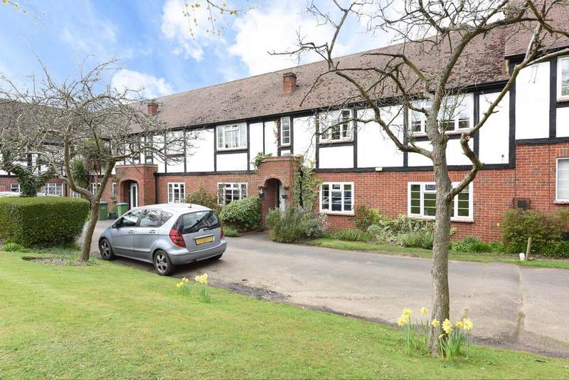 2 Bedrooms Maisonette Flat for sale in Arlington Lodge, Weybridge KT13