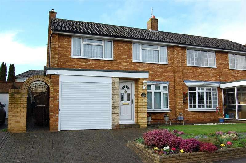 3 Bedrooms Semi Detached House for sale in Gainsford Crescent, Hitchin