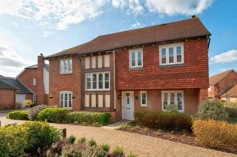 4 Bedrooms Detached House for sale in Elan Close, Kings Hill, ME19 4NY