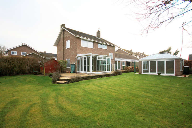 3 Bedrooms Detached House for sale in Harcourt Close, Wheldrake, York