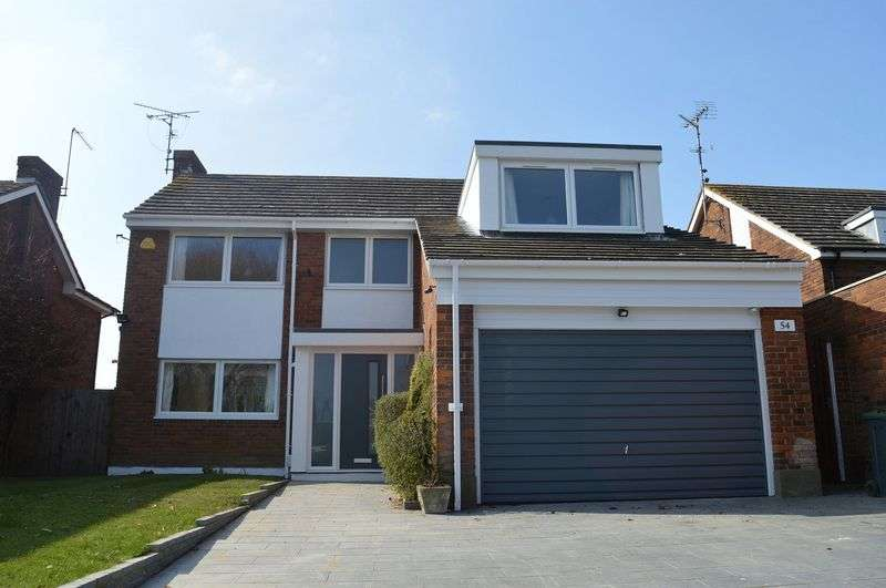 4 Bedrooms Detached House for sale in Willingale Way, Southend-On-Sea