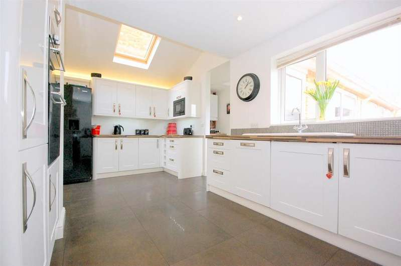 4 Bedrooms Detached House for sale in Portman Close, Hitchin