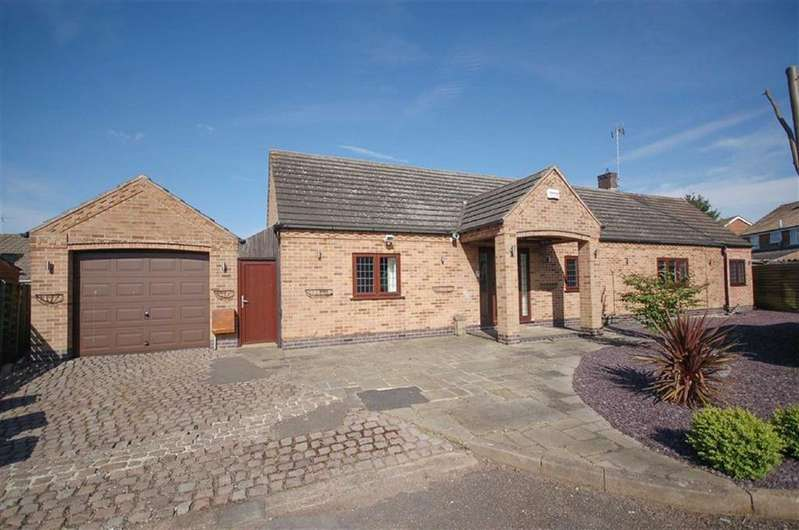 4 Bedrooms Detached Bungalow for sale in St Lawrence Boulevard, Radcliffe on Trent