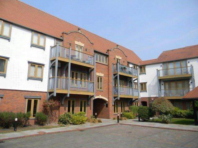 3 Bedrooms Apartment Flat for sale in Foregate Street, Chester City Centre, Cheshire, CH1