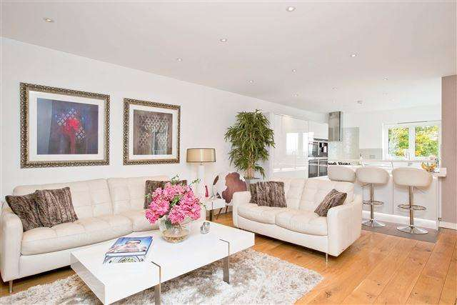 4 Bedrooms Detached House for sale in Withdean Road, Brighton