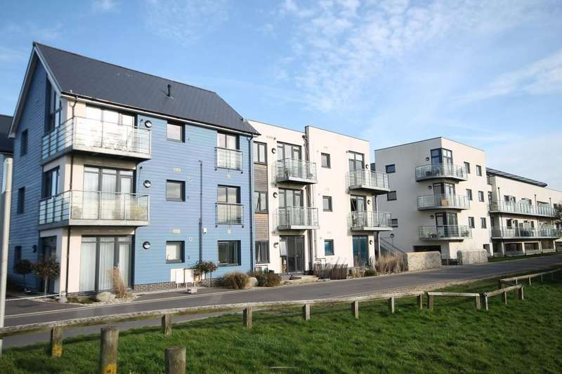 2 Bedrooms Ground Flat for sale in Drake House, Eirene Road, Goring BN12 4FJ