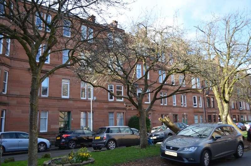 2 Bedrooms Flat for sale in Arundel Drive, Flat 2/2, Battlefield, Glasgow, G42 9RF