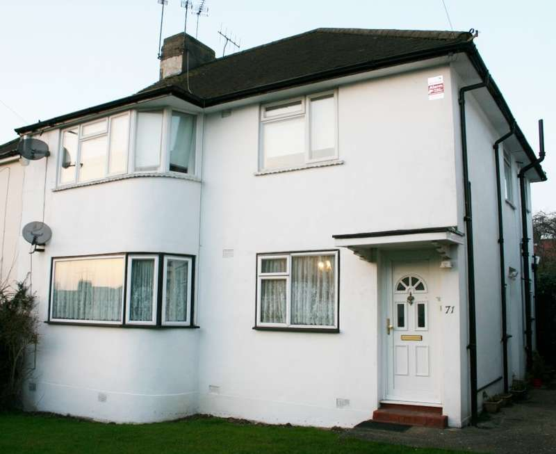 2 Bedrooms Flat for sale in Westmere Drive, Mill Hill, London, NW7 3HG