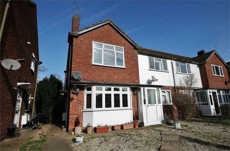 2 Bedrooms Flat for sale in Shrublands Close, CHIGWELL IG7