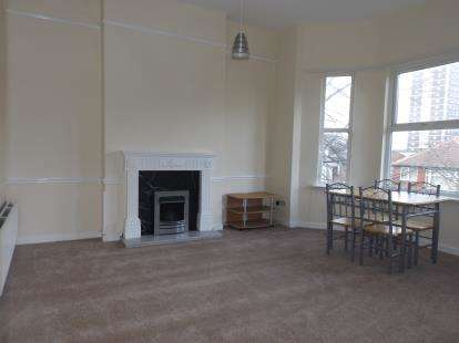 2 Bedrooms Flat for sale in Highfield Road, Stretford, Manchester, Greater Manchester