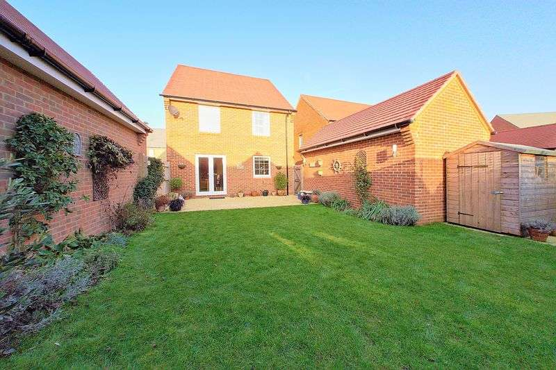 4 Bedrooms Detached House for sale in Bridger Close, Felpham, PO22