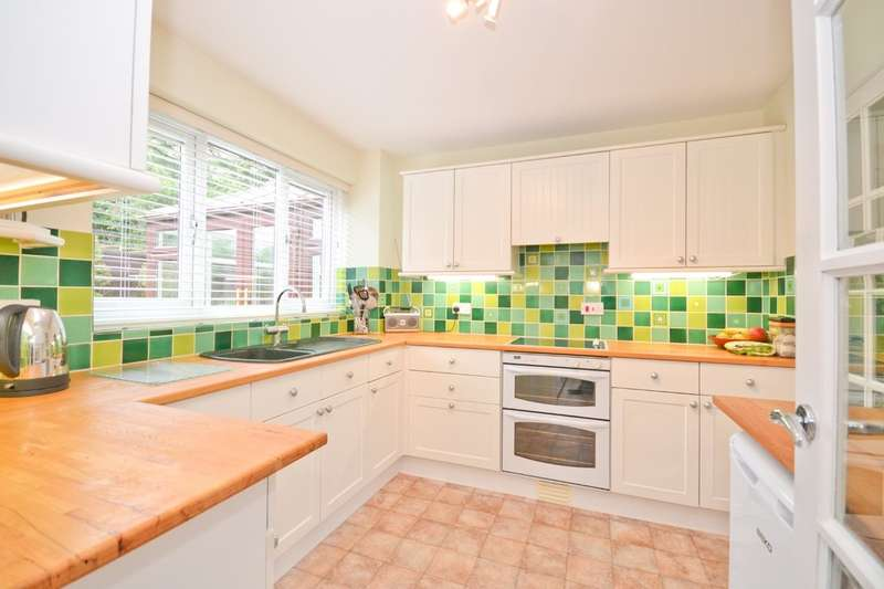 4 Bedrooms Detached House for sale in Carisbrooke, Isle Of Wight