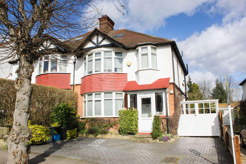 4 Bedrooms Semi Detached House for sale in Monkhams Drive, Woodford Green