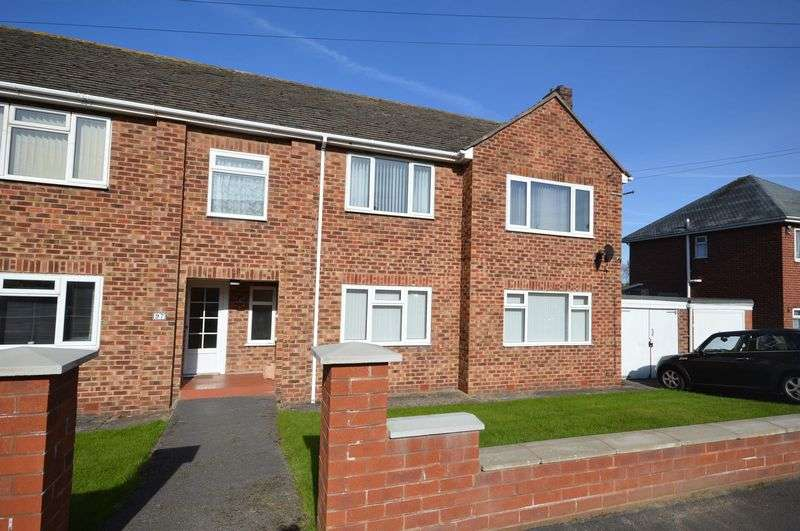 2 Bedrooms Flat for sale in Ennisdale Drive, West Kirby