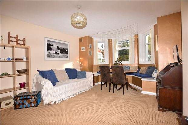 2 Bedrooms Flat for sale in Enys Road, EASTBOURNE