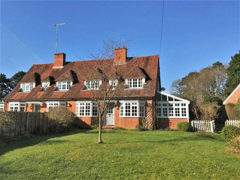 4 Bedrooms Semi Detached House for sale in West End Lane, Frensham