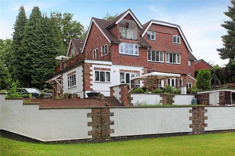 2 Bedrooms Flat for sale in Parklands, Hazel Grove, Hindhead, Surrey, GU26