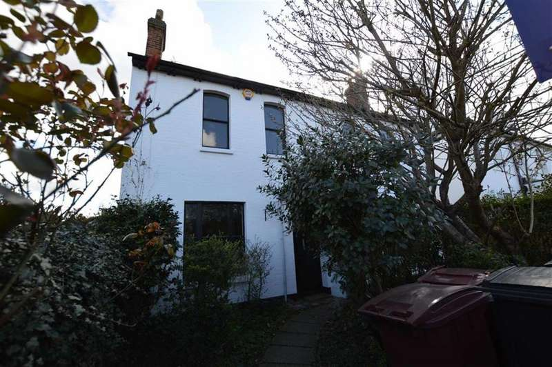 3 Bedrooms Semi Detached House for rent in Upper Redlands Road, Reading