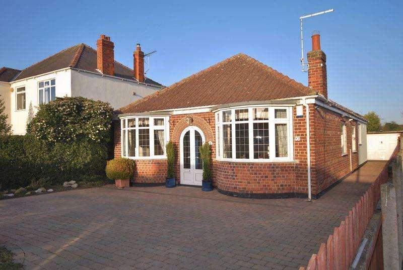 3 Bedrooms Detached Bungalow for sale in Woodhall Way, Beverley