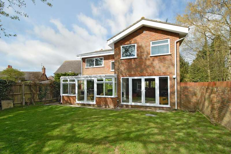 4 Bedrooms Detached House for sale in Firs Close, Whitchurch, Aylesbury, Buckinghamshire