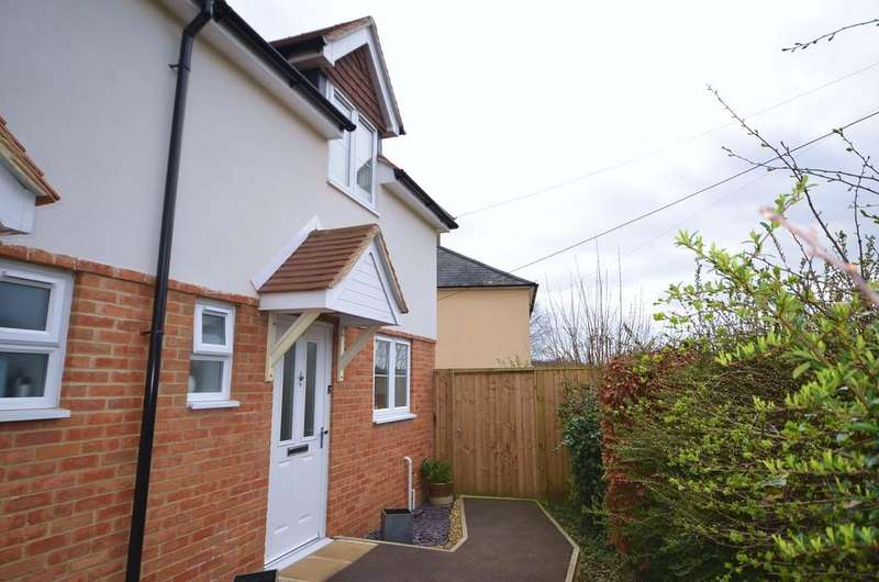 2 Bedrooms Semi Detached House for sale in Poyle Road, Tongham