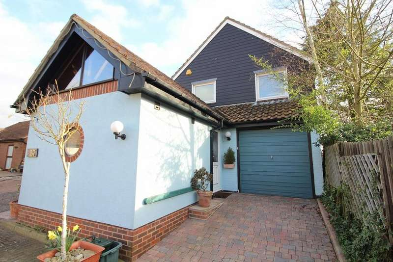 4 Bedrooms Detached House for sale in Roxwell Avenue, Chelmsford, Essex, CM1
