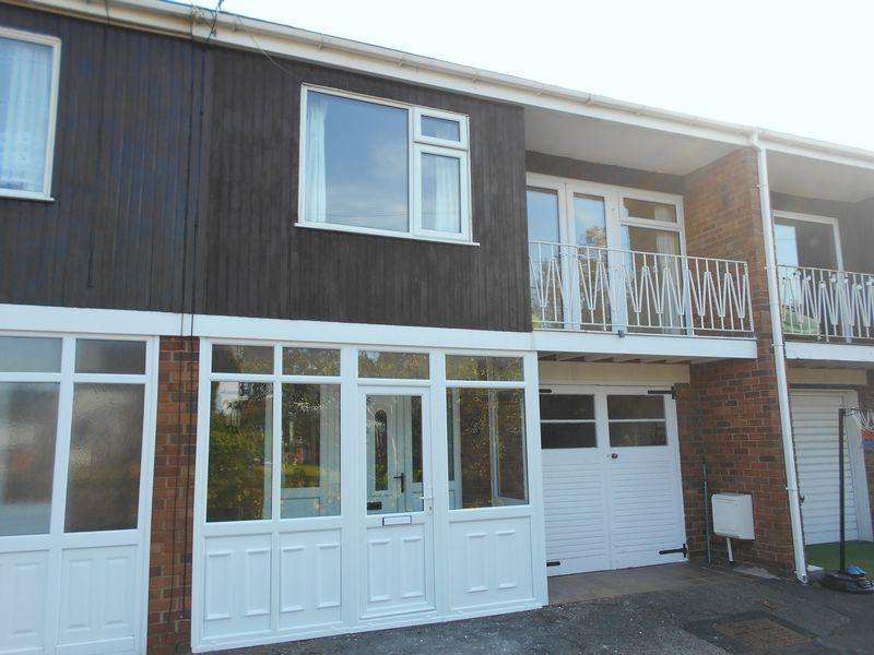 4 Bedrooms House for sale in Snowdon Drive, LL11