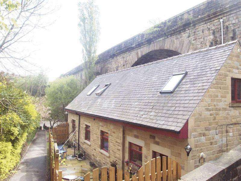 3 Bedrooms Detached House for sale in Burnley Road, Todmorden