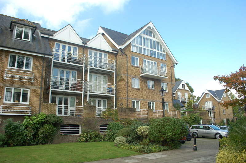 3 Bedrooms Apartment Flat for sale in HAMPTON