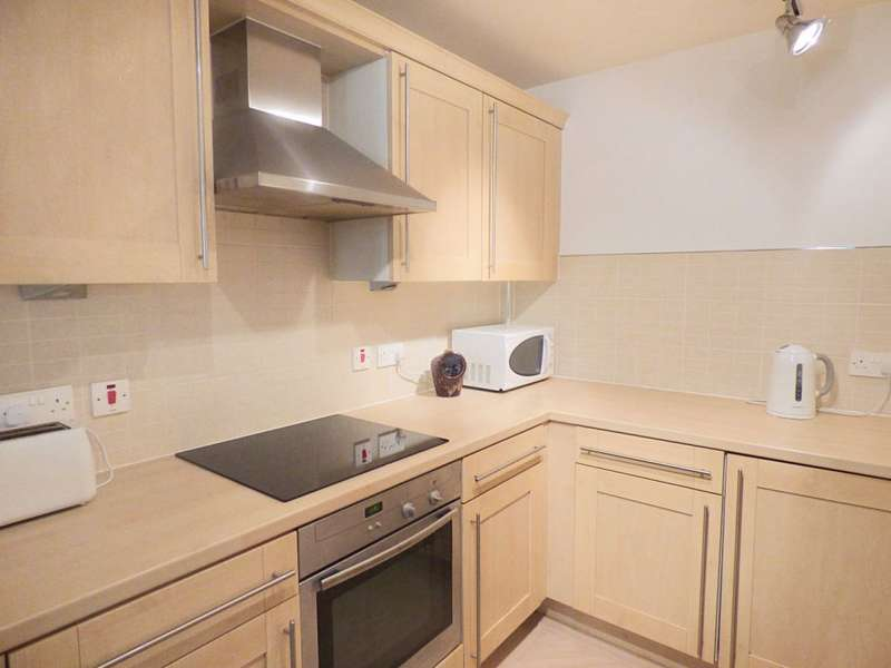 1 Bedroom Ground Flat for sale in Charlotte Close, Halifax, HX1 2NX