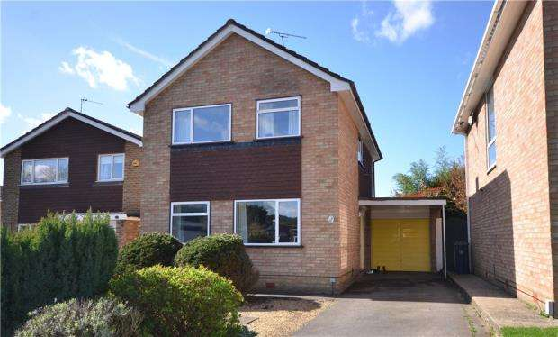 3 Bedrooms Detached House for sale in Nursery Close, Frimley Green, Surrey