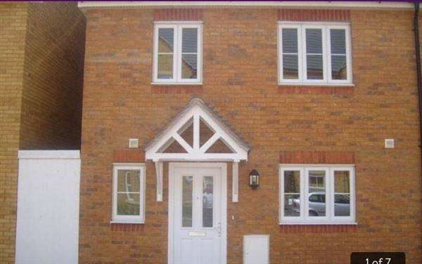 4 Bedrooms Semi Detached House for rent in Bushy Close, Romford