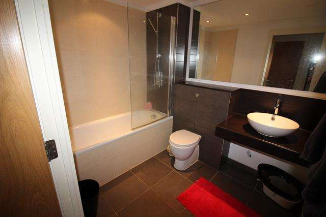 2 Bedrooms Apartment Flat for sale in Cypress Place, New Century Park, Manchester