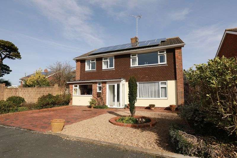 4 Bedrooms Detached House for sale in Chalfont Close, Bognor Regis