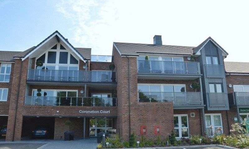 1 Bedroom Flat for sale in Coronation Court: ** AS NEW CONDITION- INCLUDES CARPETS, LIGHT FITTINGS & CURTAINS/BLINDS **