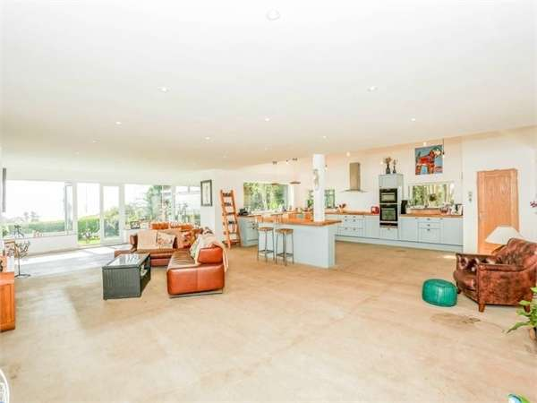 4 Bedrooms Detached House for sale in The Avenue, Kingsdown, Deal, Kent
