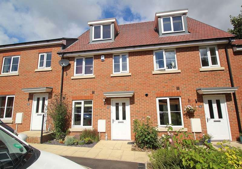 3 Bedrooms Terraced House for sale in Owen Close, Fareham