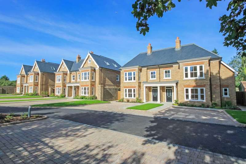 5 Bedrooms Semi Detached House for sale in Station Road, Tring