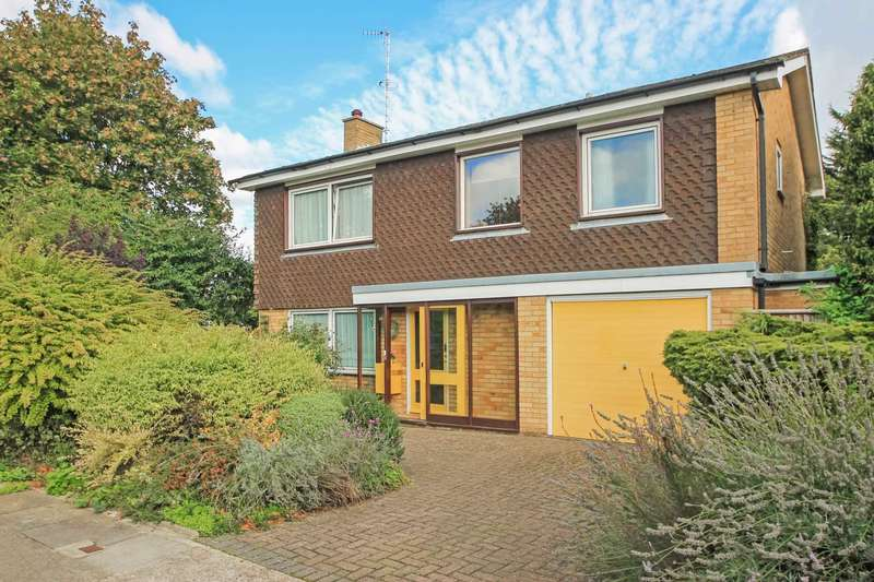 4 Bedrooms Detached House for sale in Beacon Way, Tring