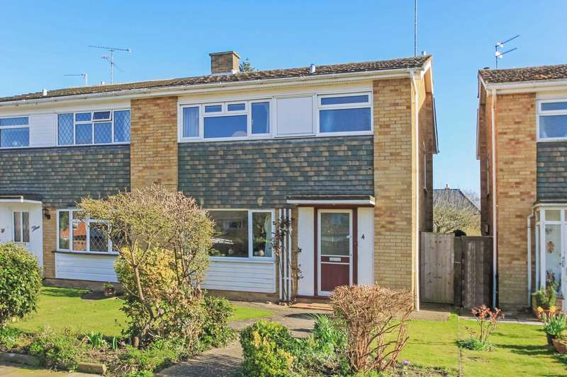 3 Bedrooms Semi Detached House for sale in Treehanger Close, Tring