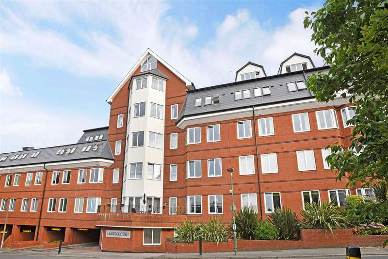 2 Bedrooms Flat for sale in Leben Court, Sutton Court Road, Sutton