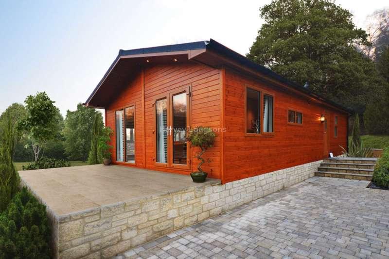 2 Bedrooms Lodge Character Property for sale in Wishanger Lane, Churt, Surrey
