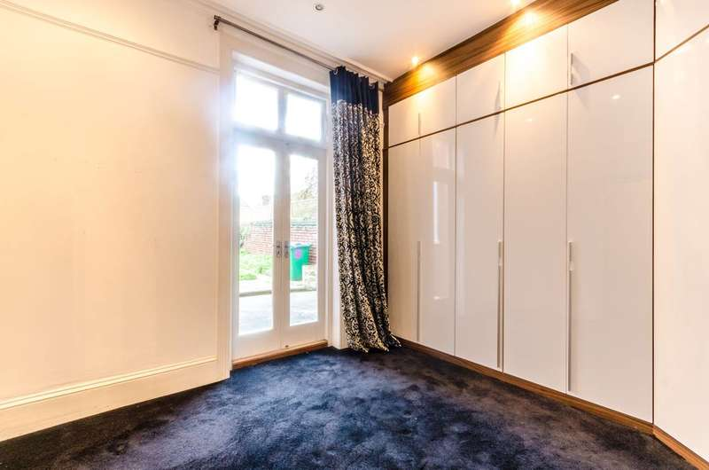 1 Bedroom Flat for sale in Lower Teddington Road, Hampton Wick, KT1