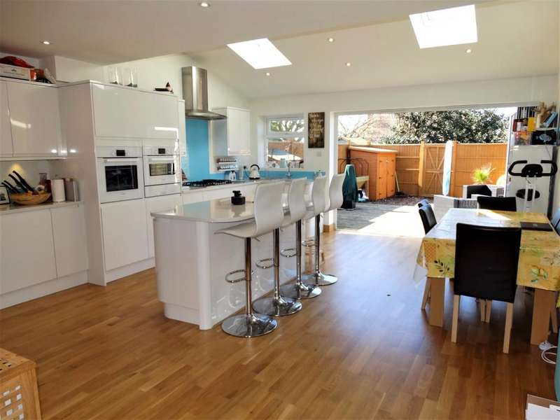 3 Bedrooms Terraced House for sale in Kings Drive, Pagham