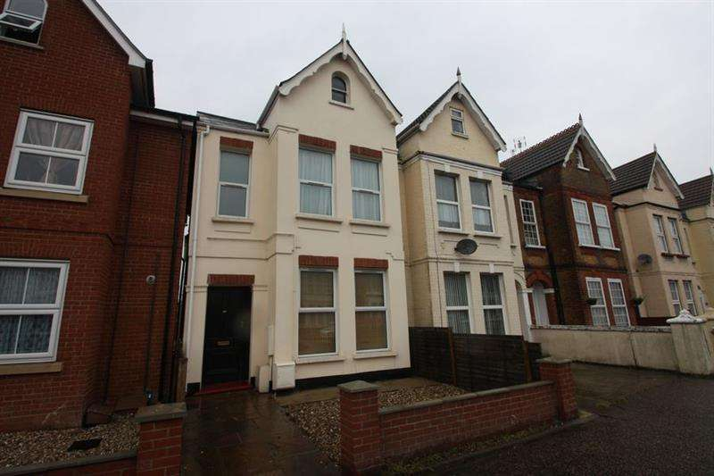 4 Bedrooms Block Of Apartments Flat for sale in Wellesley Road, CLACTON ON SEA